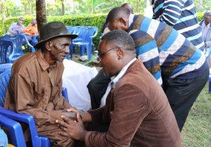 Mkurugenzi Ofisi ya Tume ya Taifa ya Uchaguzi (NEC) Zanzibar, Felix Wandwe, akimpa pole baba wa marehemu mzee Sabaya Nanyaro.