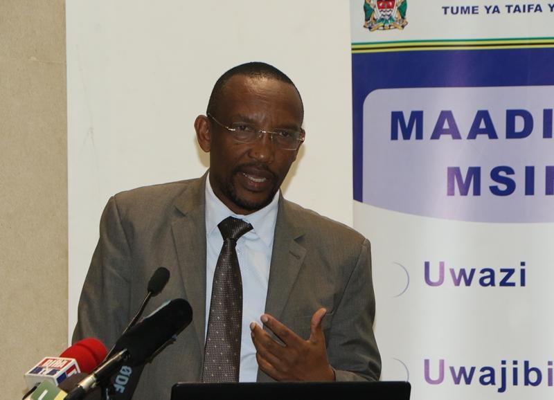 Mkurugenzi wa Uchaguzi Dkt. Athumani Kihamia akiwasilisha mada kwenye mkutano wa Tume na viongzoi wa vyama [...] </p>  </div><!-- .entry-content --> <div class=
